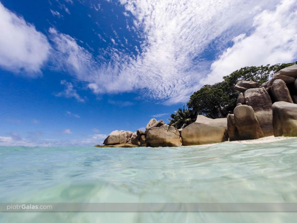Plaża i głazy na Coco Island