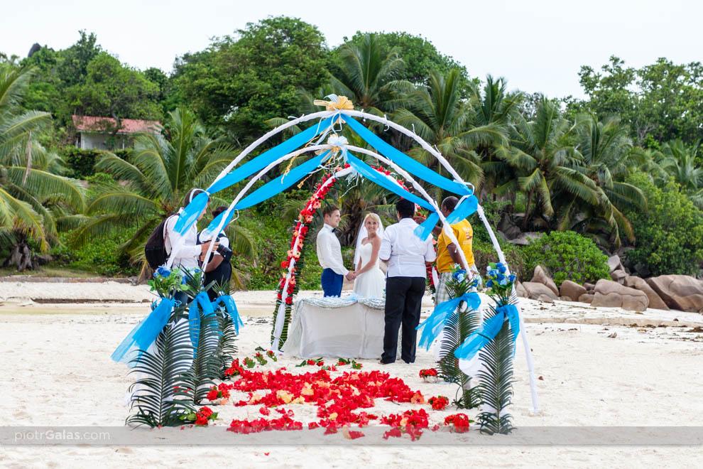 Ślub na plaży w raju