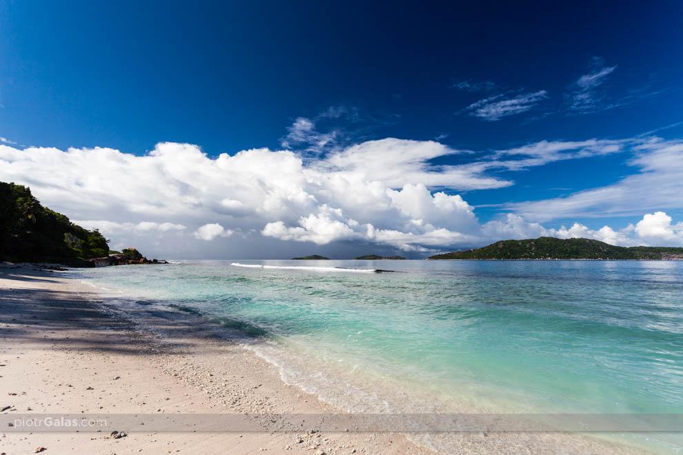 Burza nadciągająca nad wyspę Felicite - widok z plaży Anse Fourm