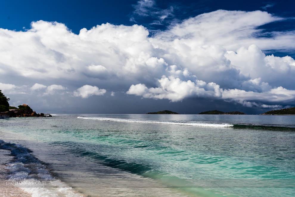 Burza nadciągająca nad wyspę Felicite - widok z plaży Anse Fourmis na La Digue