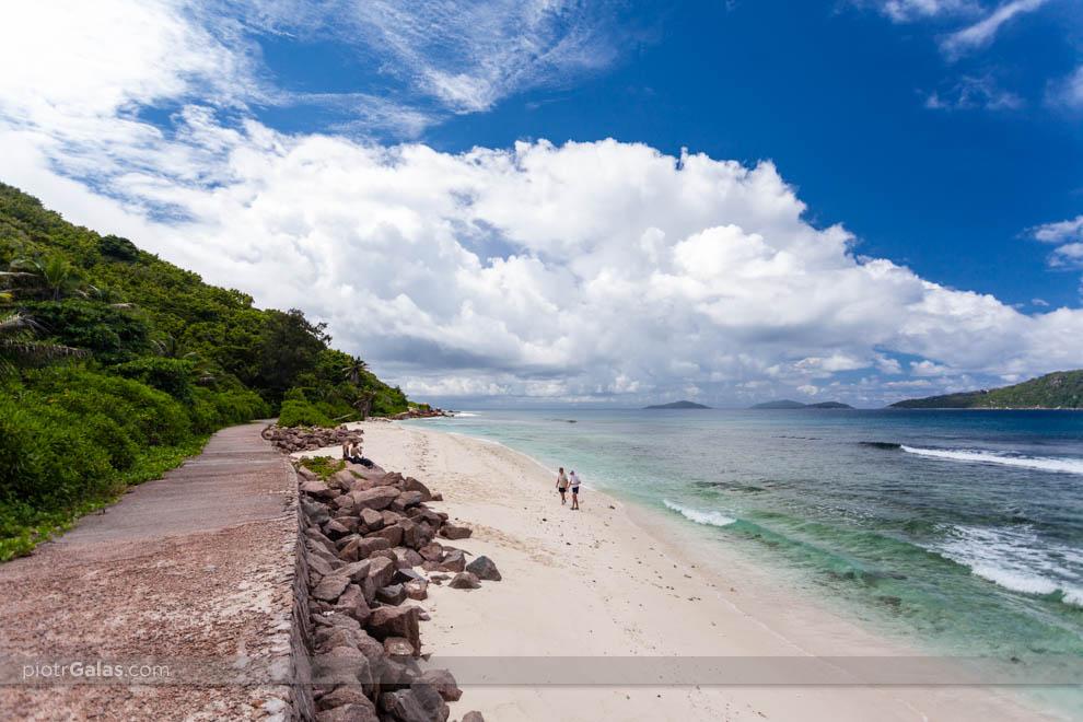 Plaża Anse Fourmis, a w tle wyspy Felicite