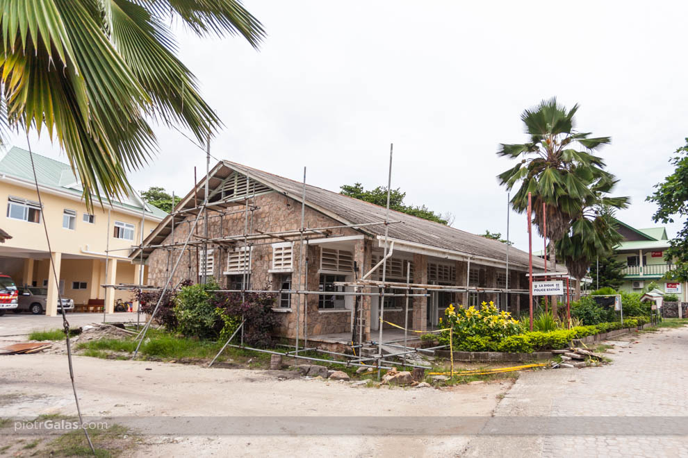 Posterunek policji i poczty na wyspie La Digue