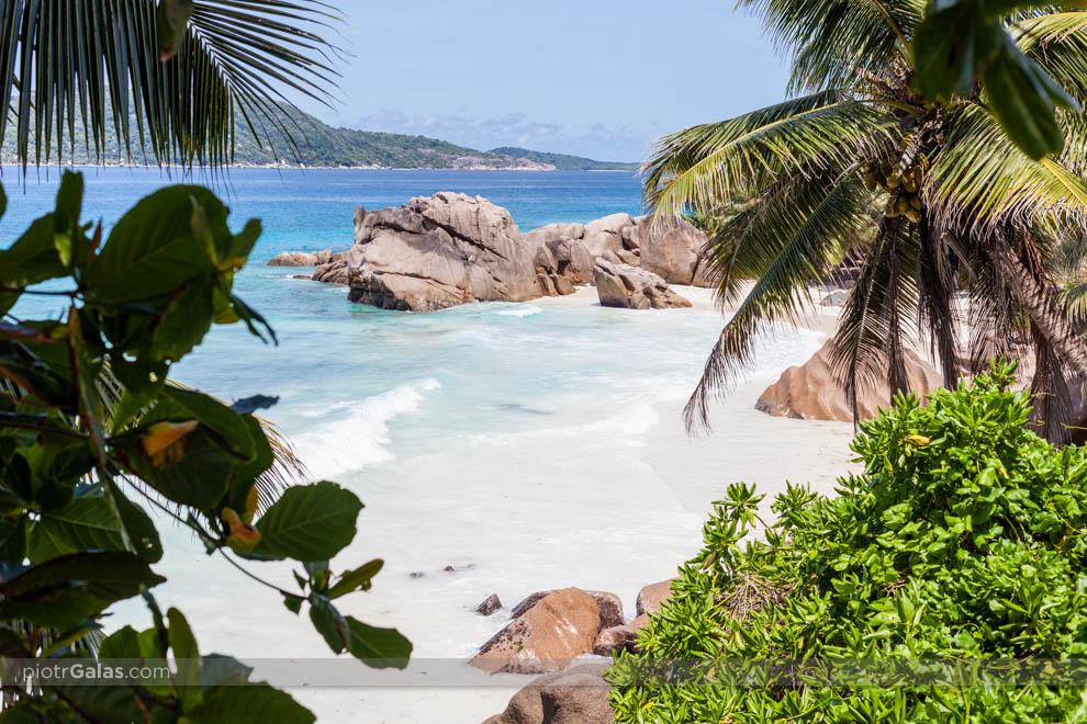 Widok na wyspę Felicite i wyspę Marianne z plaży Anse Patates