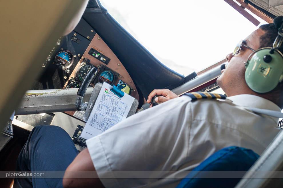 Pilot z checklistą