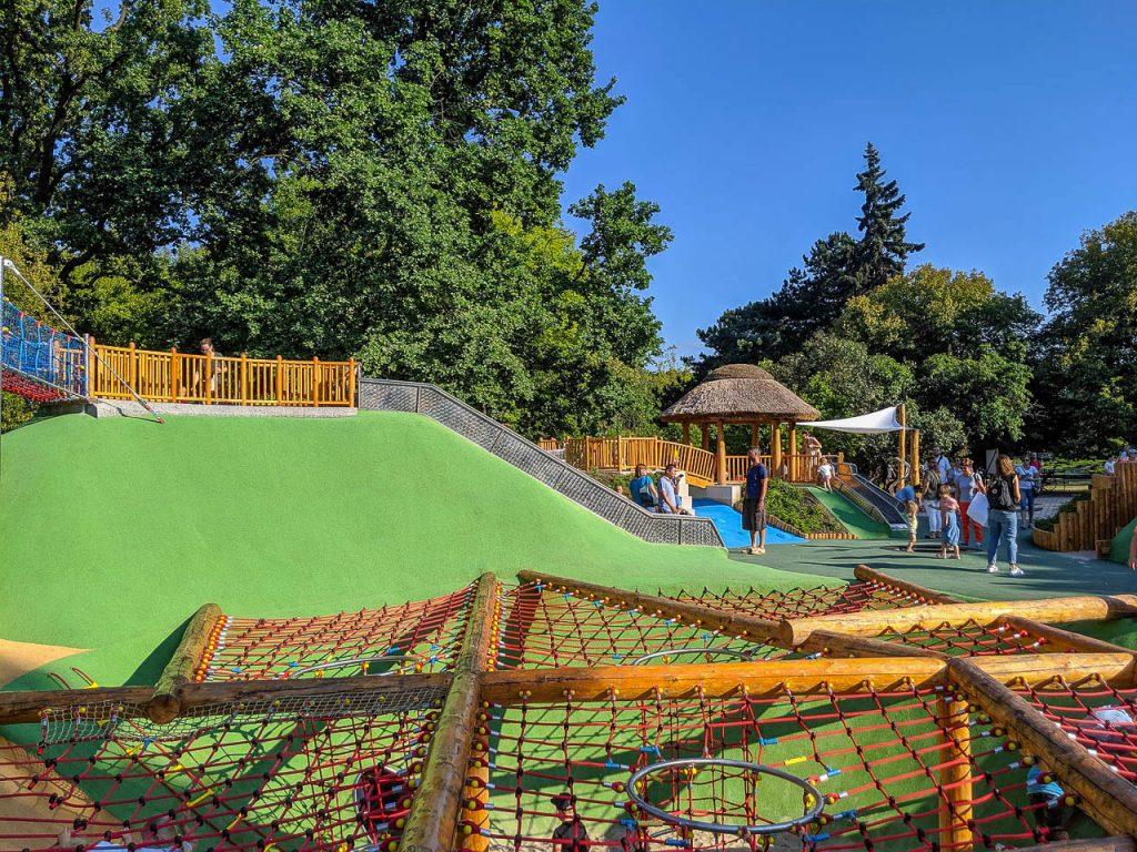 Park Ujazdowski z nowym placem zabaw - jeszcsze jedna zjeżdżalnia