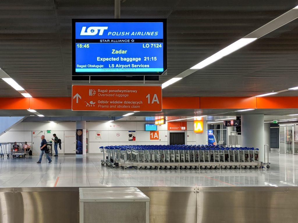 Lotnisko Chopina - Bagaż ponadwymiarowy,Odbiór wózków dziecięcych // Oversized luggage,Prams and strollers claim - 1A