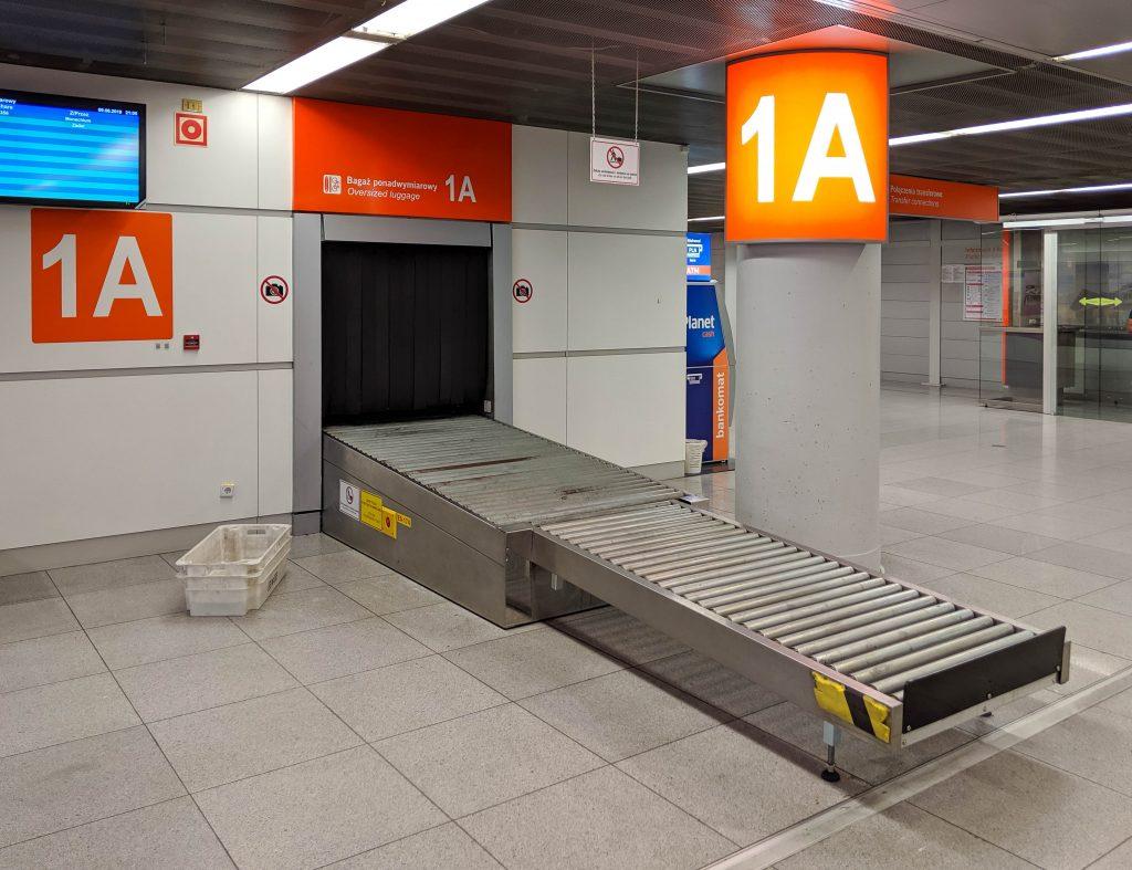Lotnisko Chopina, Bagaż ponadwymiarowy, Oversized luggage - 1A